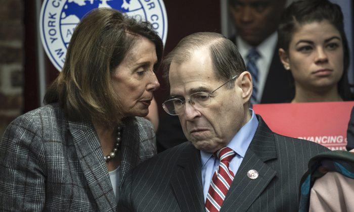 낸시 펠로시 하원의장이 제럴드 내들러 하원 법사위원장과 대화하고 있다. 뉴욕. 2019.7.20 | Drew Angerer/Getty Images