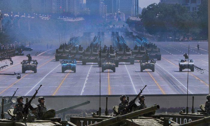 베이징 톈안먼 광장에서 열린 열병식의 탱크 퍼레이드. 2015.9.3. (Kevin Frayer/Getty Images)