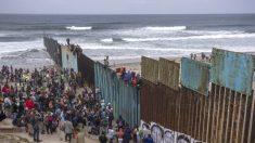 """""""美 피난처 시스템, 불법이민에 악용…트럼프가 옳았다"""" CNN 진행자"""