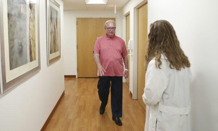 신경학자 조리 피셔 박사가 시카고의 러시대학 병원에서 알츠하이머 환자를 대상로 혈액검사법을 연구하고 있다. 2019.7.9 | AP Photo/Teresa Crawford