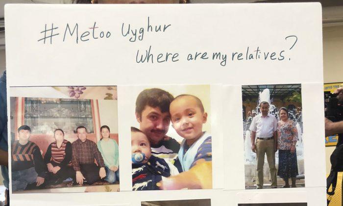 중국 서부에서 사라진 사람에 대한 경각심을 높이는 모임. 실종된 친척 사진 포스터가 전시되어 있다.2019년 2월 24일 워싱턴DC | Christina Larson/AP=Yonhapnews Agency