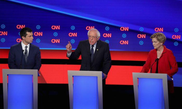 미국 민주당 대선 경선 후보자 2차 텔레비전(TV) 토론회에서 발언하는 버니 샌더스 상원의원(가운데)   Justin Sullivan/Getty Images