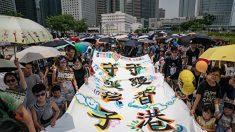 """'3대가 한 자리에' 홍콩 주말 시위 참가자들 """"아이 미래 지키자"""" (포토)"""