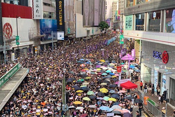 송환법에 반대 시위가 두달 이상 지속되는 가운데 홍콩 시민들은 다양한 방법으로 경찰의 진압과 중공의 감시기술을 피하고 있다.   뤄야(駱亞)/에포크타임스