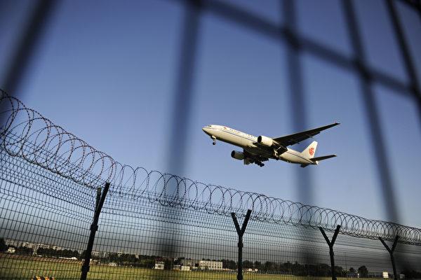 최근 중국 당국이 당정(黨政) 인사의 여권을 압수, 해외여행 등 출입국 통제 강화에 나섰다. 사진은 베이징 공항. | AFP/GettyImages