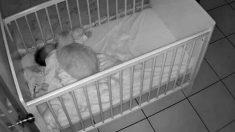 밤마다 아기가 울어서 'CCTV' 설치했는데… 엄마가 깜짝 놀란 이유