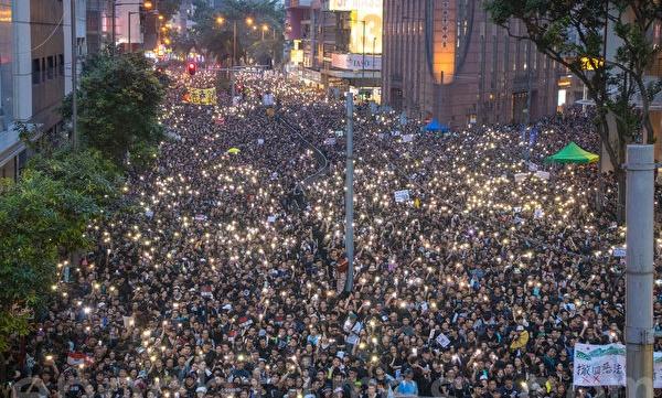 6월 16일 200만 명의 홍콩 시민들이 송환법 반대 시위를 하며 홍콩정부에 송환법 철회를 요구했다. | 차이원원/에포크타임스