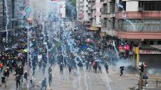 홍콩 시위 10주째…경찰, 지하철 역사 내에서 최루탄 발사