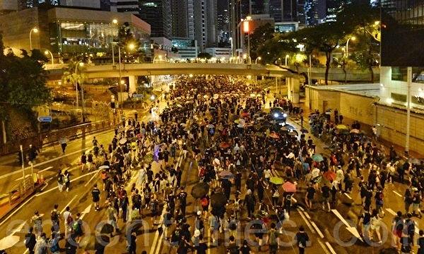 18일 일요일 주최 측 추산으로 홍콩 시민 170만 명이 참여한 대규모 시위가 열렸다.   Song Bilong / Epochtimes