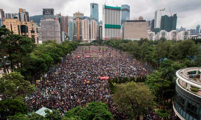 홍콩 빅토리아공원에 모인 '범죄인 인도 법안' 반대 시위대. 2019. 8. 18. | Isaac Lawrence/AFP/Getty Images