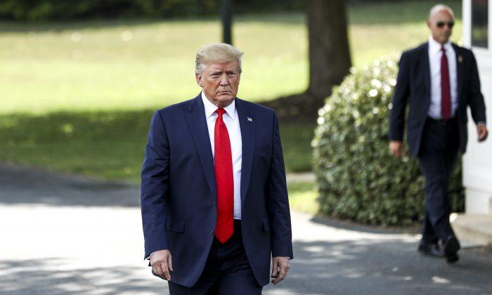 도널드 트럼프 미국 대통령이 워싱턴DC 백악관에서 오하이오행 마린원에 탑승하기 전 언론과 대화하고 있다.   Charlotte Cuthbertson/The Epoch Times
