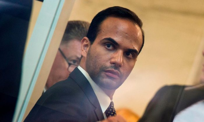 트럼프 대선 캠프에서 외교정책고문을 지낸 조지 파파도폴로스 증언을 위해 연방법원에 입장하고 있다. 2018.9.7. | Andrew Caballero-Reynolds/AFP/Getty Images