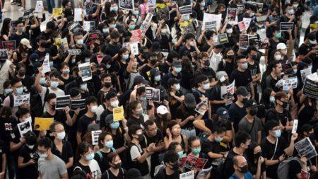 """美 의원들 """"홍콩 시위대 지지""""..UN """"홍콩 경찰 비살상 무기 사용"""" 첫 비난 성명"""