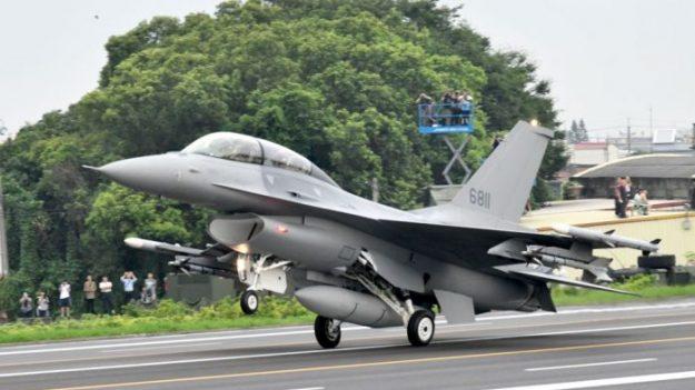 美, 대만에 최신형 F-16 전투기 66대 판매 결정