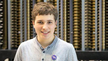 10대 소년, 물속 미세플라스틱 제거법으로 구글 사이언스 페어 우승