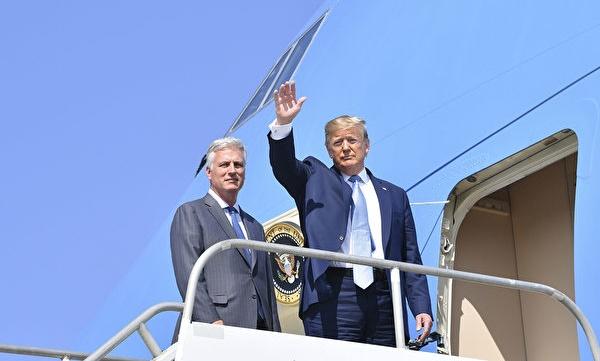 트럼프 미국 대통령은 지난주 18일 미국 국무부 인질 담당 대통령 특사 로버트 오브라이언(Robert O'Brien)을 백악관 국가안보보좌관에 임명했다. 사진은 지난주 수요일 오브라이언 보좌관과 트럼프 대통령이 캘리포니아에 갔을 때다. | Nicholas Kamm/AFP