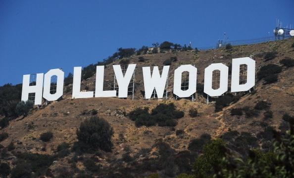 사진은 로스앤젤레스를 내려다보는 산비탈에 세워진 할리우드 대형 간판.   ROBYN BECK/AFP/Getty Images