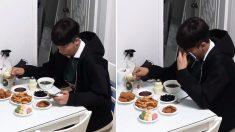 친구들이 몰래 차려준 '생일상'에 감동해 밥 먹으며 눈물 펑펑 흘린 청년 (영상)
