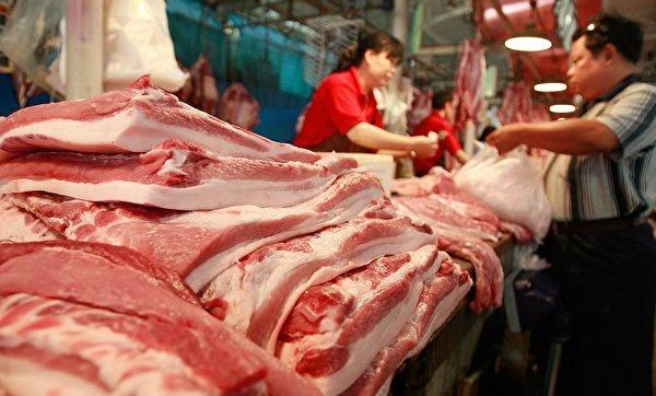 캐피털 이코노믹스(Capital Economics)의 중국 담당 이코노미스트 줄리안 에반스-프리처드(Julian Evans-Pritchard)는 목요일 보고서에서 중국 정부가 아프리카 돼지 열병의 여파를 통제하기위한 조치를 취했지만, '부수적 영향'만을 얻었을 뿐이라고 했다. | TEH ENG KOON/AFP/Getty Images