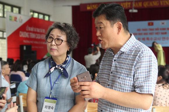 베트남 청각장애 학생 교육에 헌신하는 최영숙·권장수 씨 부부   뚜오이째 웹사이트 캡처