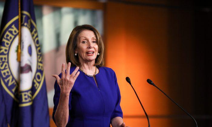 하원의장. 낸시 펠로시(D-Calif)가 워싱턴 국회의사당 건물에서 기자회견을 하고 있다.2019. 3. 7. | Charlotte Cuthbertson/The Epoch Times