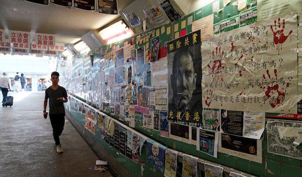 """NYT """"중국은 어떻게 홍콩 시위대를 비난하는 트위터 트롤을 퍼뜨렸나"""""""