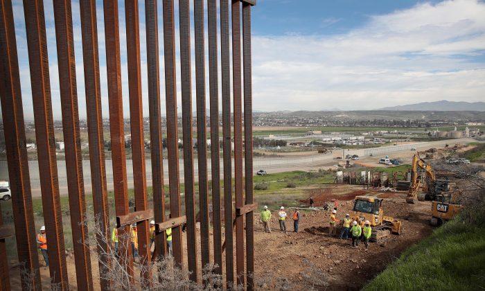멕시코 티후아나와 접경지역에 장벽이 건설되고 있다. 2019.1.28. | Scott Olson/Getty Images