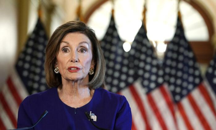 낸시 펠로시 미 하원의장(민주당)이 워싱턴 국회의사당에서 발언하고 있다. 2019.9.24.|Alex Wong/Getty Images