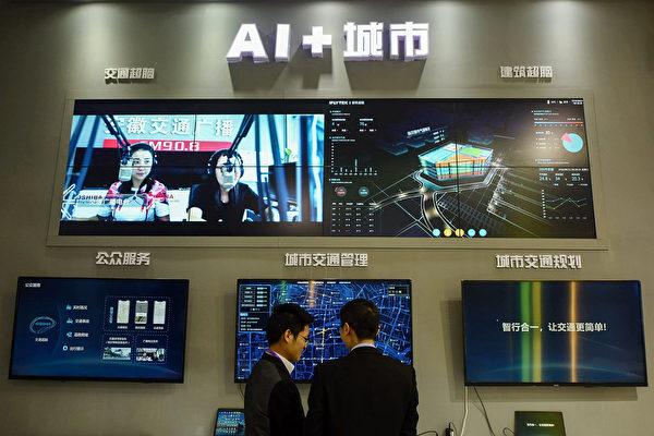 지난해 12월, 중국 저장(浙江)성 항저우(杭州)에서 열린 2018년 국제스마트 교통산업박람회에 전시된 AI 도시 시스템.  | STR /AFP/Getty)