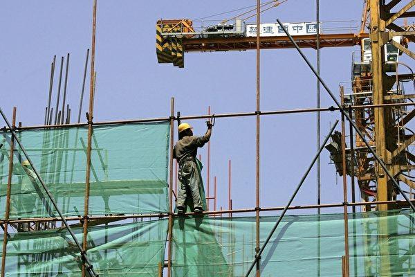 해외 매체의 분석에 따르면 중국 부동산 버블 붕괴의 영향으로 소비자들의 자신감이 크게 위축됐다. 사진은 베이징의 한 공사 현장. | Getty Images