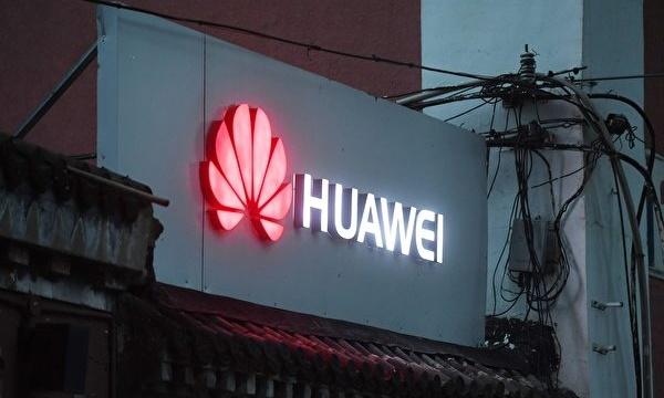 중국 화웨이가 (HSBC)를 이용해 불법 거래를 하면서 미국의 대이란 제재를 어긴 것이 미국이 멍완저우(孟晚舟) 부회장을 체포한 이유 중 하나라고 소식통은 전했다. 사진은 베이징의 한 화웨이 제품 매장. | GREG BAKER/AFP/Getty Images
