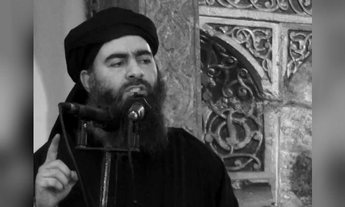 인터넷에 올린 동영상에서 한 남성이 ISIS의 지도자 아부 바크르 알 바그다디라 주장하며, 이슬람 사원에서 설교하는 모습을 보여주고 있다. 2014.7.5. | Militant video/AP/ File