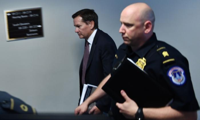 마이클 앳킨슨 미국 정보기관 감찰관(좌)이 조셉 맥과이어 국가정보국(DNI) 국장 대행과의 비공개 청문회에 참석하고 있다. 2019.9.26 | Brendan Smialowski/Getty Images