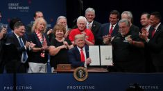 트럼프, 65세 노인·장애인 보험혜택 강화 행정명령 서명