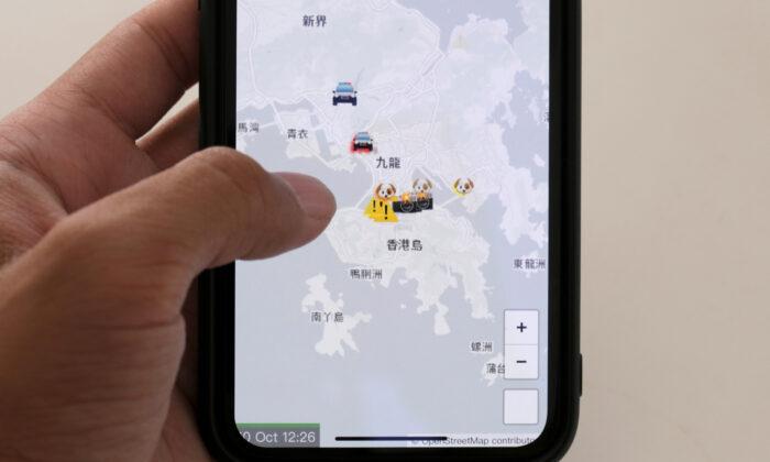 홍콩맵라이브(HKmap.live) 애플리케이션이 전화기 화면에 표시되고 있다. 2019.10.10. Tyrone Siu/로이터 =Yonhapnews(연합뉴스)
