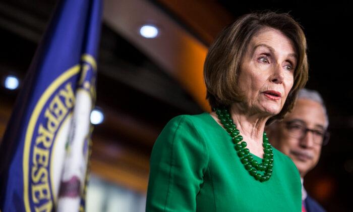 낸시 펠로시 하원의장이 워싱턴 기자회견에서 연설하고 있다. 2019. 10. 15. | Zach Gibson/Getty Images