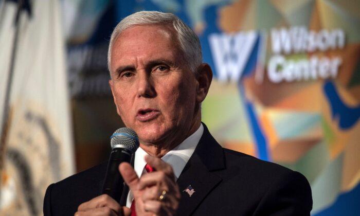 미국 싱크탱크 우드로윌슨센터가 주최한 행사에서 '미·중 관계의 미래'에 대해 연설하는 마이크 펜스 미국 부통령. 2019.10.24.|Nicholas Kamm/AFP via Getty Images)