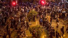 홍콩 시민 수만명, 인간 띠 만들어 이공대 갇힌 시위대에 구호물자 지원 (사진)