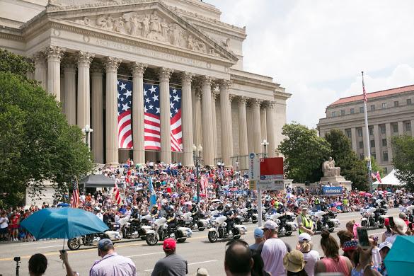 미국 독립기념일인 지난 4일, 미국 워싱턴 DC에서 성대한 퍼레이드가 열렸다. | 리사/에포크타임스