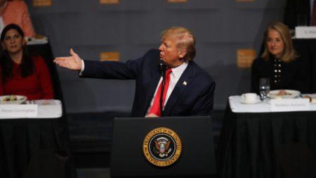 """트럼프 """"중국과 1단계 무역협정 타결 근접""""…'관세 인상' 압박도 언급"""