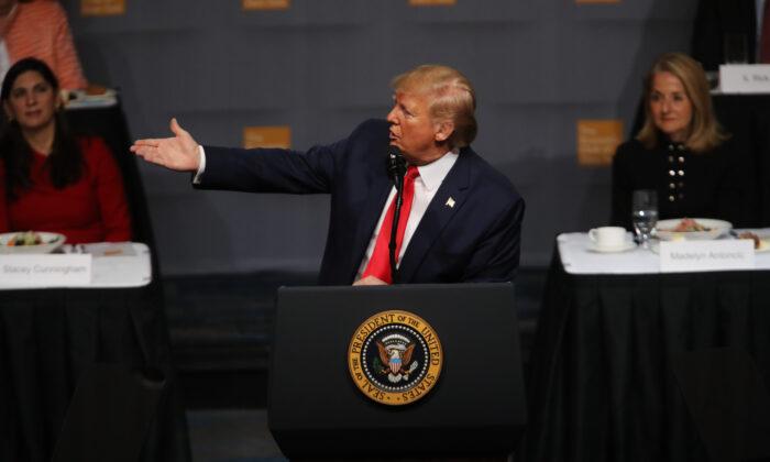 도널드 트럼프 미국 대통령이 뉴욕 경제클럽에서 연설하고 있다. 2019. 11. 12. | Spencer Platt/Getty Images