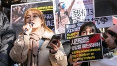"""한국 대학생들, 서울 명동 중국대사관 앞서 """"홍콩시위 탄압 중단"""" 촉구"""