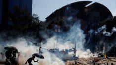 홍콩 경찰, 대학 캠퍼스 진입해 강경진압…최악의 폭력 사태