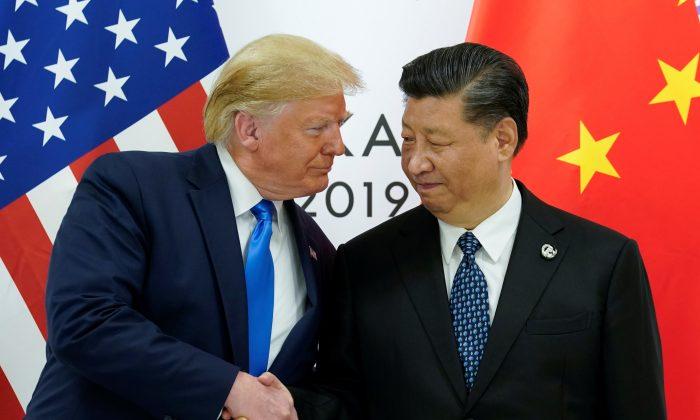 도널드 트럼프 미국 대통령이 일본 오사카에서 열린 G20 정상회의에서 시진핑 중국 국가주석과 양자회담을 하고 있다. 2019. 6. 29. | Kevin Lamarque/Reuters=Yonhapnews(연합뉴스)