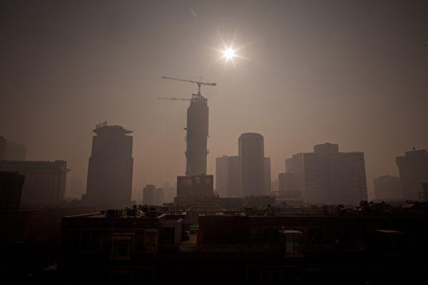 중국 경제는 무역전쟁에 타격을 받아 하향 압력이 크다. | Ed Jones/AFP/Getty Images
