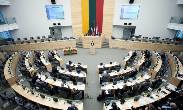 리투아니아의 수도 빌뉴스에 소재한 국회의사당(Seimas)에서 제31차 발트 의회가 열리고 있다. 2012.11.9. | Saeima [CC BY-SA 2.0] https://creativecommons.org/licenses/by-sa/2.0