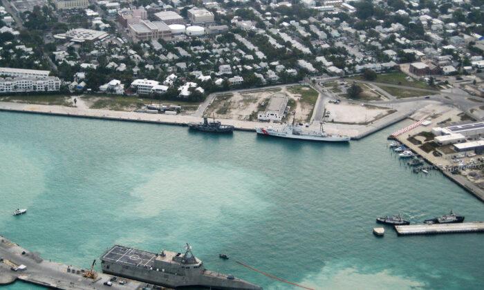 미국 플로리다주 키웨스트 몰 피어 해군 공군 기지에 도착한 해군 최신 전투함 USS 독립함(LCS-2). 2010. 3. 29. | Nicholas Kontodiakos/U.S. Navy via Getty Images