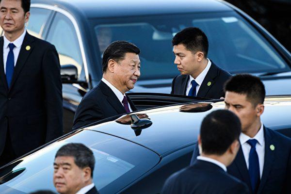 지난 18일, 시진핑 중국 국가주석이 마카오를 방문했다. 사진은 시진핑 주석이 공항을 빠져나가기 위해 차를 타는 모습. | ANTHONY WALLACE/AFP via Getty Images