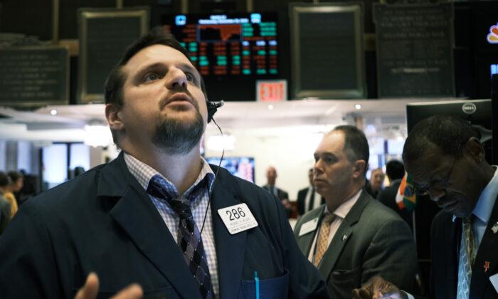 주식 거래자들이 뉴욕 증권거래소(NYSE)에서 분주히 움직이고 있다. 2019.11.20. | Spencer Platt/Getty Images
