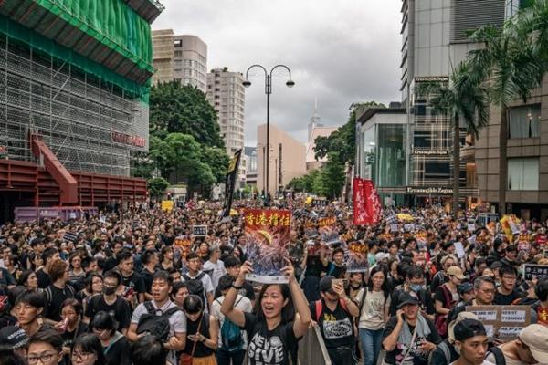 '범죄인 인도 법안'의 완전 철회를 요구하는 시위에 홍콩인 23만여 명이 집결했다. 카오룽 반도. 2019.7.7 | Anthony Guan/Getty Images